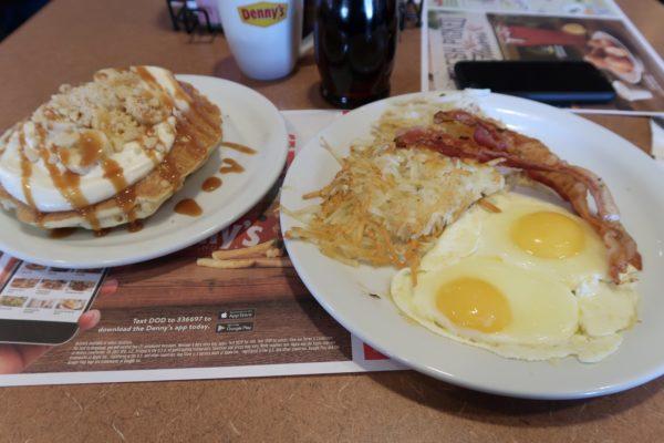 Petit déjeuner chez Denny's