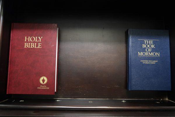 bible et livre des mormons