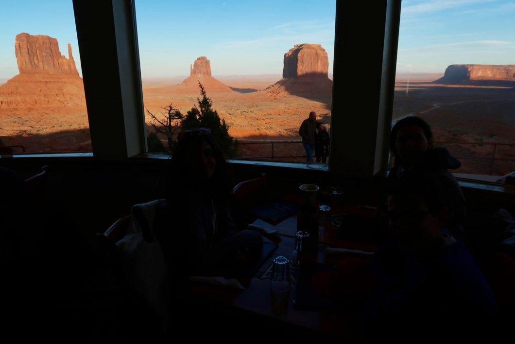 Restaurant The View De Monument Valley Plats Typiques Et Vue Unique