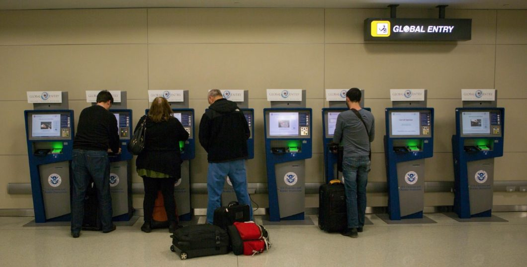 bornes apc arrivée à l'aéroport
