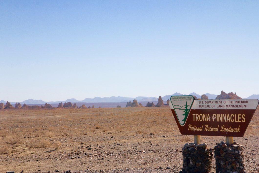 accès à Trona Pinnacles