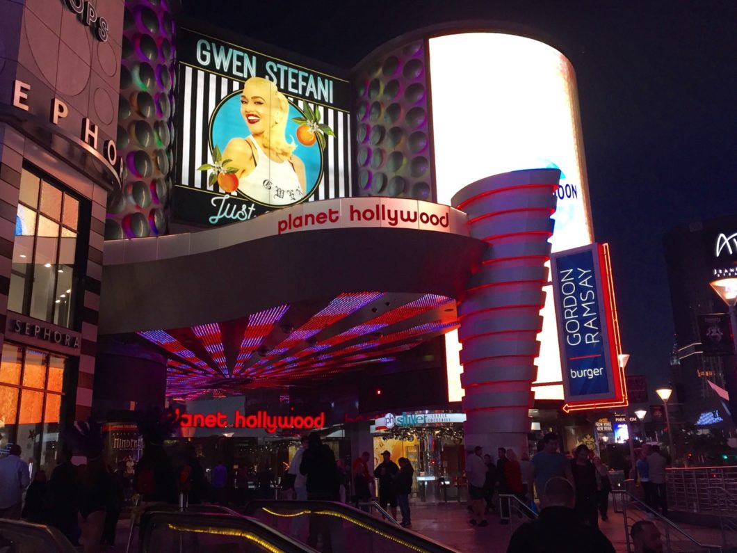 parkings Planet Hollywood