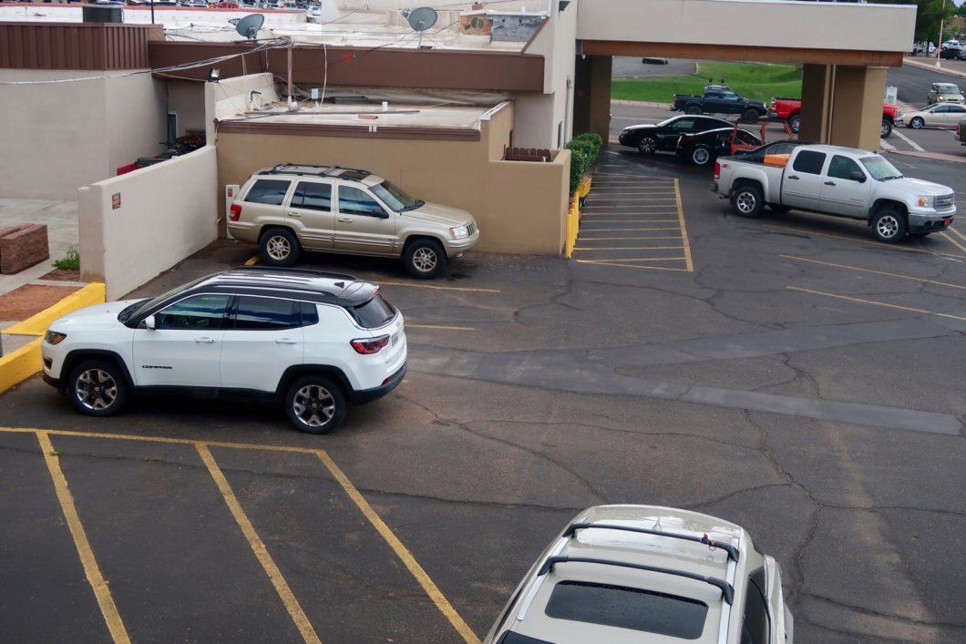 parking Rodeway Inn
