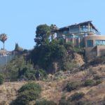 Photo d'une villa de luxe sur les hauteurs