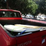 Photo d'un pick up avec planches de surf